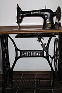 126px-Singer_sewing_machine